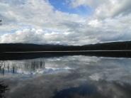 La cabane et le lac au milieu de nul part